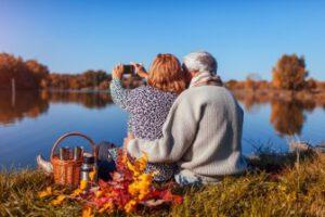 כיצד אפשר לתמוך בקשישים בזמן הקורונה?